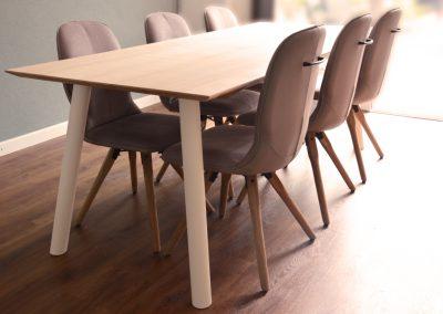 Eiken tafel met lades